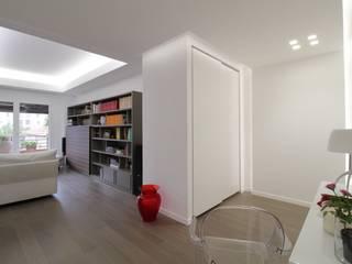 Pasillos, vestíbulos y escaleras de estilo minimalista de Giuseppe Rappa & Angelo M. Castiglione Minimalista