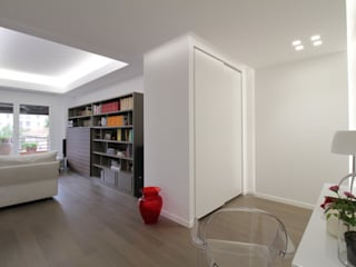 Minimalist corridor, hallway & stairs by Giuseppe Rappa & Angelo M. Castiglione Minimalist