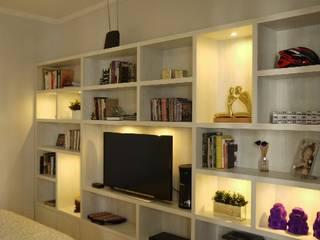 Dormitório casal:   por ANE DE CONTO  arq. + interiores,