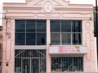 Negocio comercial de venta de artículos eléctricos Oficinas y comercios de estilo clásico de Valy Clásico