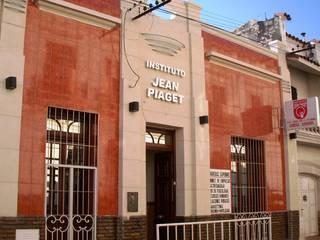 Instituto de Educación de Nivel Secundario y Terciario: Escuelas de estilo  por Valy,Moderno
