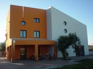 Giuseppe Rappa & Angelo M. Castiglione Дома в стиле модерн Оранжевый