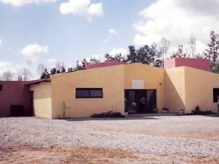 Tambo vacuno: Centros de exposiciones de estilo  por Valy,Industrial