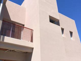 Casa urbana: Casas de estilo  por TORRETTA KESSLER Arquitectos