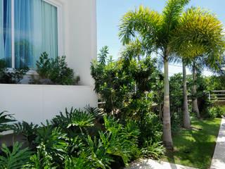 tropical Garden by Rafaela Novaes Paisagismo