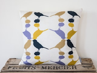 Great tit Cushion:  Living room by Lomas & Lomas