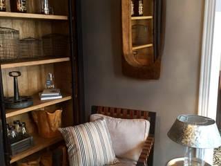 Salas o cuartos de estar :  de estilo  por Sofi´s Home interiorismo