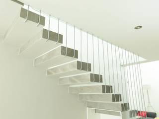 Corridor & hallway by GUECO + diseño + arquitectura + construccion