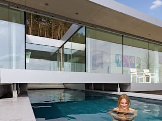 Villa K:  Zwembad door Architectenbureau Paul de Ruiter
