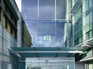 Office buildings by Cotefa.ingegneri&architetti,