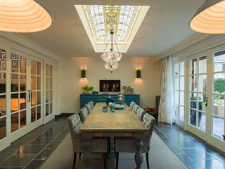 Renovatie en inrichting monumentale stadsvilla: eclectische Keuken door Atelier Denessen Architecture