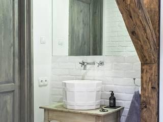 Bagno in stile in stile Scandinavo di Limonki Studio Wojciech Siudowski