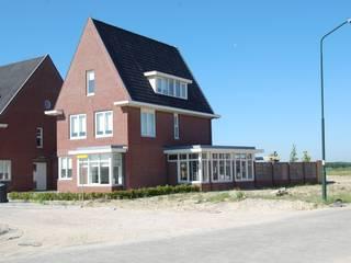 by G.L.M. van Soest Architect Класичний