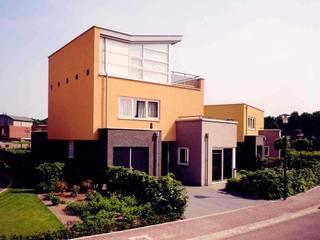 vrij staande villa's:  Huizen door G.L.M. van Soest Architect
