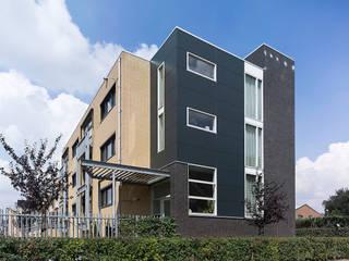 twee onder een kap woningen:  Huizen door G.L.M. van Soest Architect