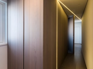 marco tassiello architetto Modern Corridor, Hallway and Staircase