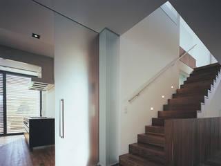 ห้องโถงทางเดินและบันไดสมัยใหม่ โดย mhp | Architekten Innenarchitekten โมเดิร์น