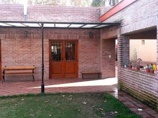 Hierro y Acrílico: Casas de estilo  por Majo Barreña Diseño de Interiores