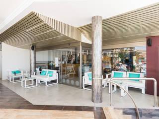Vitamins Shop n Snack Espacios comerciales de estilo moderno de ESTUDIO SERGIO MACÍAS Moderno