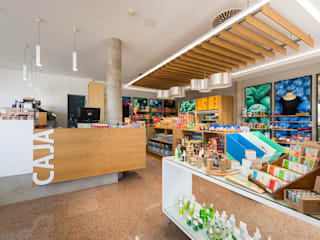 Vitamins Shop n Snack: Espacios comerciales de estilo  de ESTUDIO SERGIO MACÍAS