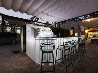 Barra Terraza Gastronomía de estilo moderno de ESTUDIO SERGIO MACÍAS Moderno