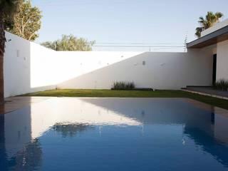 Alberca Infinita : Albercas de estilo moderno por Toyka Arquitectura