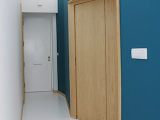 GRAU.ZERO Arquitectura Pasillos, halls y escaleras minimalistas Azul