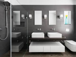 Salle de bains de style  par Grand Design London Ltd