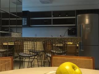 APARTAMENTO IS Salas de jantar modernas por TRES MAIS arquitetura Moderno
