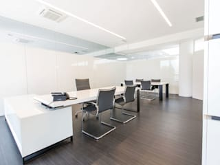 Loop Complesso d'uffici moderni di Arredoufficio srl Moderno