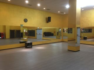 Gimnasio Nine Fitness Escuelas de estilo moderno de PINTURAS COBALTO SL Moderno