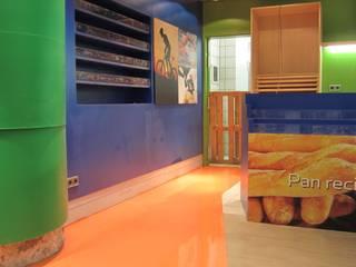 PINTURA DE SUELOS Y GARAJES Oficinas y tiendas de estilo moderno de PINTURAS COBALTO SL Moderno