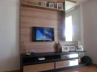 HOME TV por IN WOOD MOVELARIA Moderno