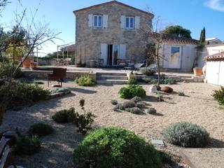 UN JARDIN FACILE D'ENTRETIEN POUR UNE RESIDENCE SCONDAIRE Jardin méditerranéen par Jean-Jacques Derboux Méditerranéen