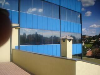 Prata metalico Edifícios comerciais modernos por regis acessórios Moderno