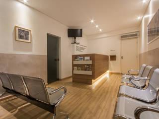 Consultório Médico Escritórios modernos por Natália Parreira Design de Interiores e Paisagismo Moderno