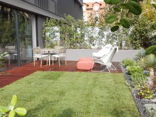 Jardim Tangerinas & Pêssegos - Foz do Douro: Jardins de fachada  por Tangerinas e Pêssegos - Design de Interiores & Decoração no Porto