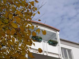 Balkonverglasungen zum Falten & Loggiaverglasungen aus Kunststoff-Türen Schmidinger Wintergärten, Fenster & Verglasungen Klassischer Wintergarten Glas Weiß