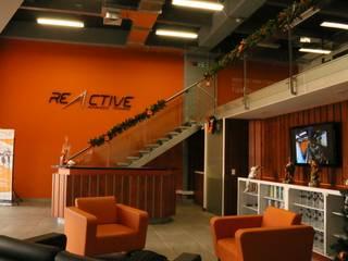 REACTIVE GYM  : Espacios comerciales de estilo  por @tresarquitectos