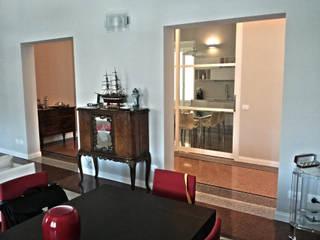 vista dalla sala: Soggiorno in stile in stile Classico di Manrico Mazzoli Architetto