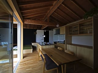 Küche von 岡本和樹建築設計事務所, Modern