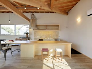 Cocinas modernas: Ideas, imágenes y decoración de 岡本和樹建築設計事務所 Moderno
