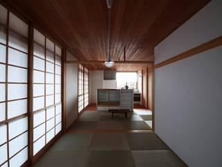 nok-nod 1.5 岡本和樹建築設計事務所 モダンデザインの リビング