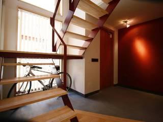 下荒田の家: トラス・アーキテクト株式会社が手掛けた廊下 & 玄関です。,北欧