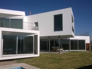 CASA GRILLO Casas minimalistas de ARQUITECTO MAURICIO PIZOLATTO Minimalista Ladrillos