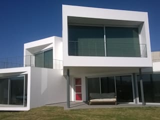 CASA GRILLO Casas modernas: Ideas, imágenes y decoración de ARQUITECTO MAURICIO PIZOLATTO Moderno