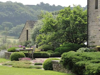 Teras oleh Caroline Benedict Smith Garden Design Cheshire, Country