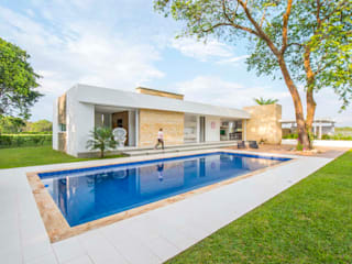 Modern pool by David Macias Arquitectura & Urbanismo Modern