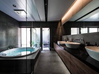 スタイリッシュなバスルーム: TERAJIMA ARCHITECTSが手掛けた浴室です。,