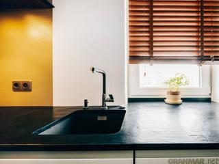 GRANMAR Borowa Góra - granit, marmur, konglomerat kwarcowy Cocinas de estilo moderno Cuarzo